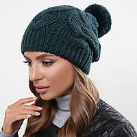 Стильна вязана шапка на зиму