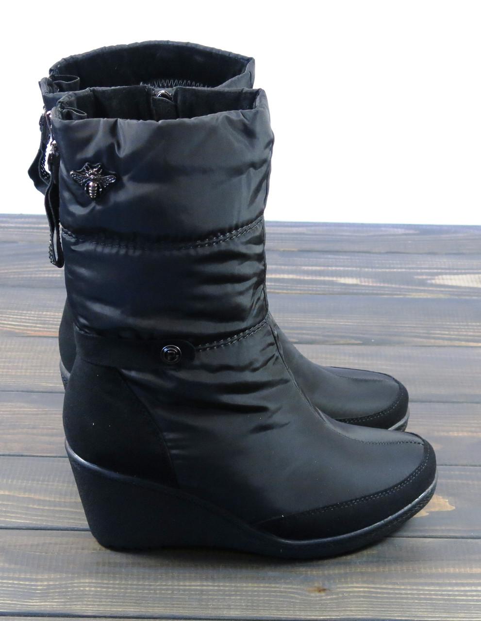 Короткие зимние сапоги на танкетке черного цвета Prima D'arte