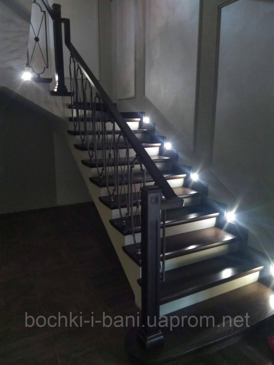Лестница с кованными перилами (ясень)