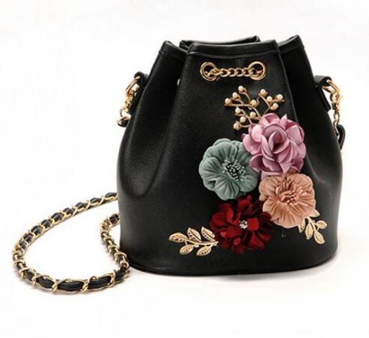 781da0088616 Купить Сумку женскую через плечо с цветами Flowers Чёрную недорого в ...