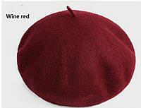 Женский зимний классический берет бордового цвета, фото 1
