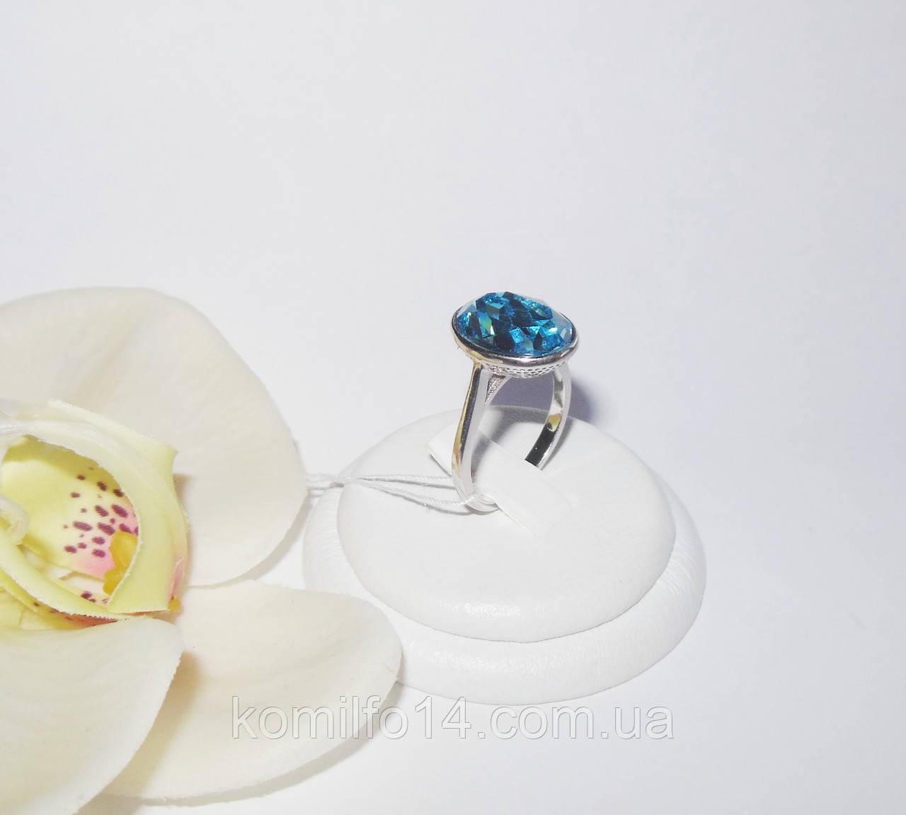 Серебряное кольцо с кристаллом Swarovski