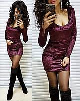Короткое бархатное платье с глубоким вырезом, цвет бордо