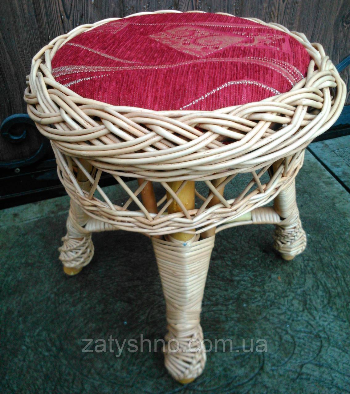 Круглый табурет с красным сиденьем