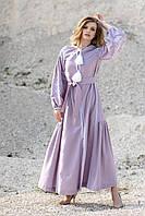 Длинное стильное платье с геометрической вышивкой нежно лавандового цвета