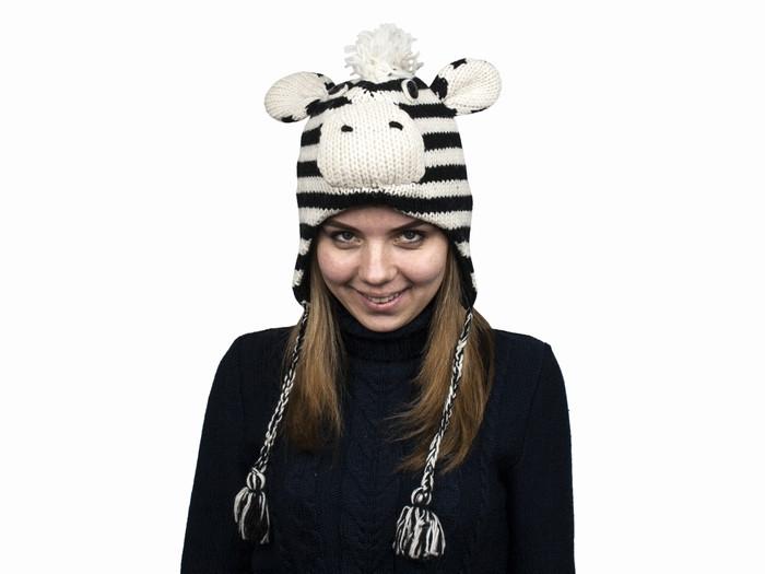 Вязана зимова шапка для дівчинки Зебра