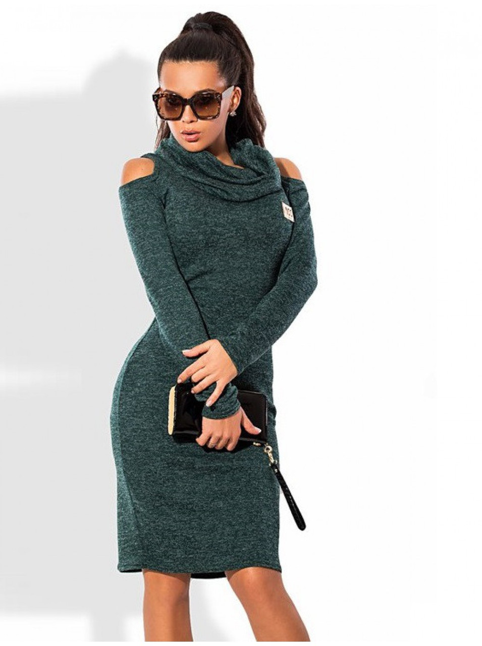 Платье женское тёплое с вырезами на плечах