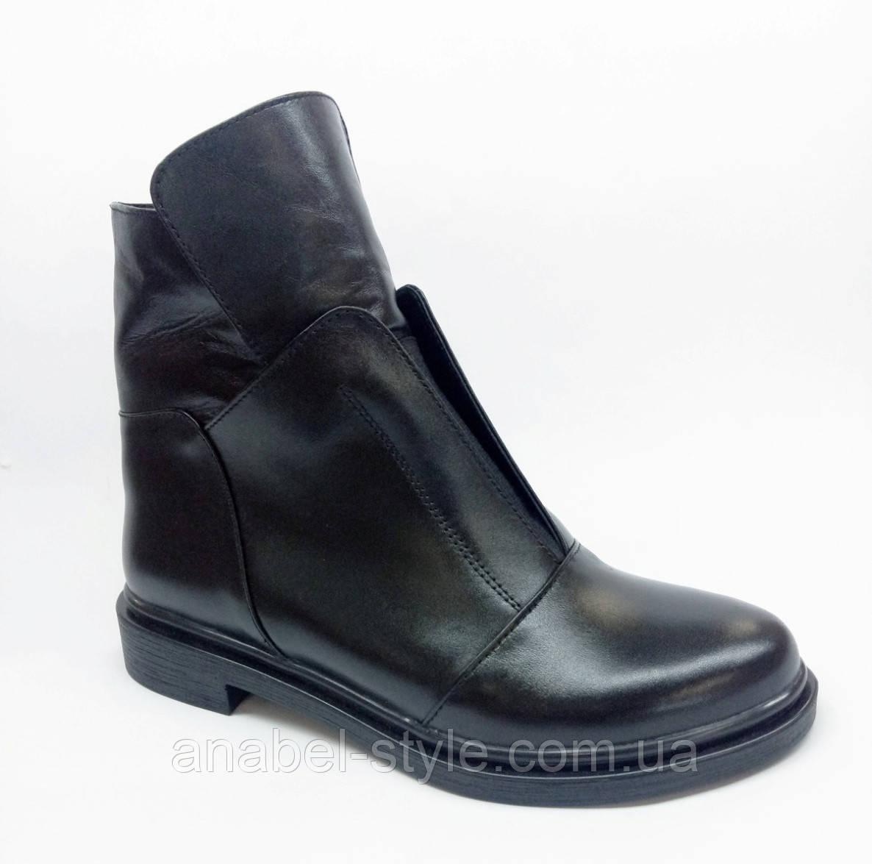 Ботиночки зимние на плоской подошве из натуральной кожи черного цвета на цигейке  код 1910 AR