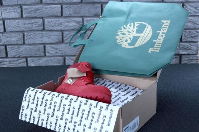 Женские ботинки Timberland Classic красного цвета фото