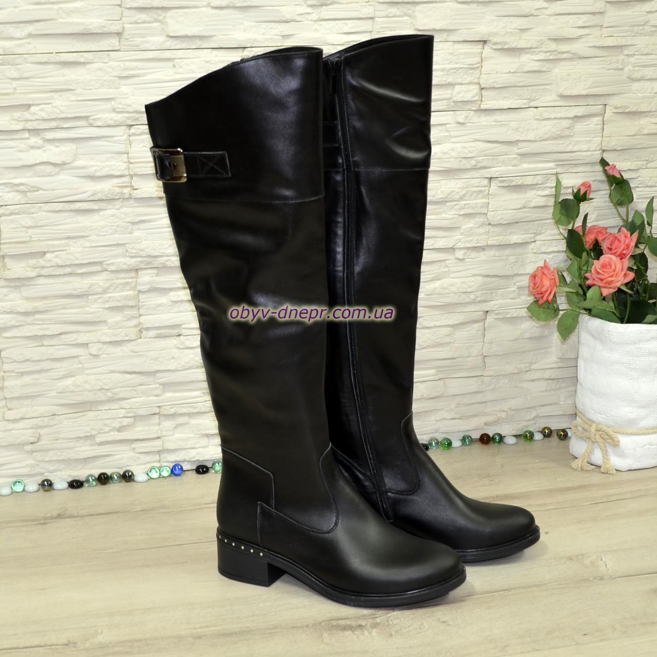 Ботфорты кожаные женские зимние на каблуке, черного цвета