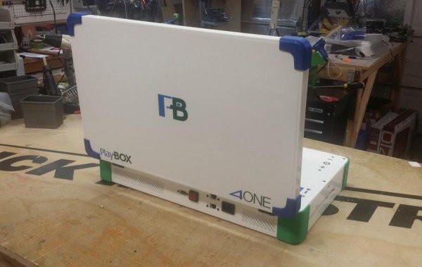 """Play Box"": Xbox и PlayStation объединили в одном ноутбуке"