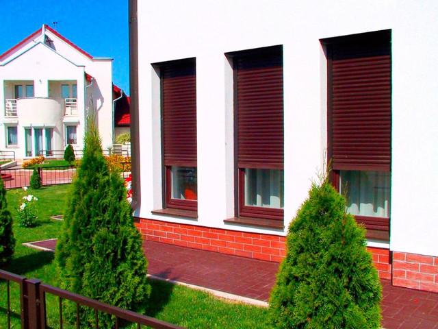 Роллеты на окнах