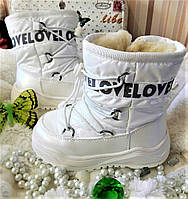 Зимние белые сапоги на овчине для девочки.