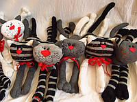 Полосатые вязаные коты