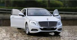 Коллекционная машинка Mercedes-Benz W222 белая металлическая модель в масштабе 1:24