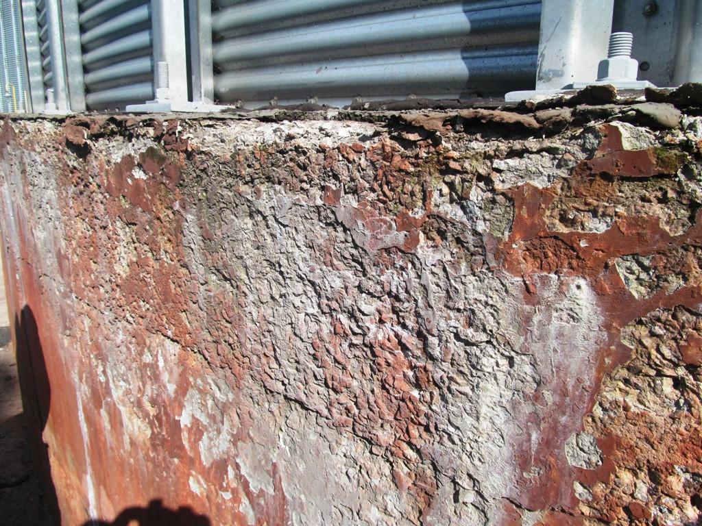 Незащищенный бетон фундаментов силосов без гидроизоляции достаточно быстро подвергается разрушениям от перепадов теммператур и атмосферных осадков