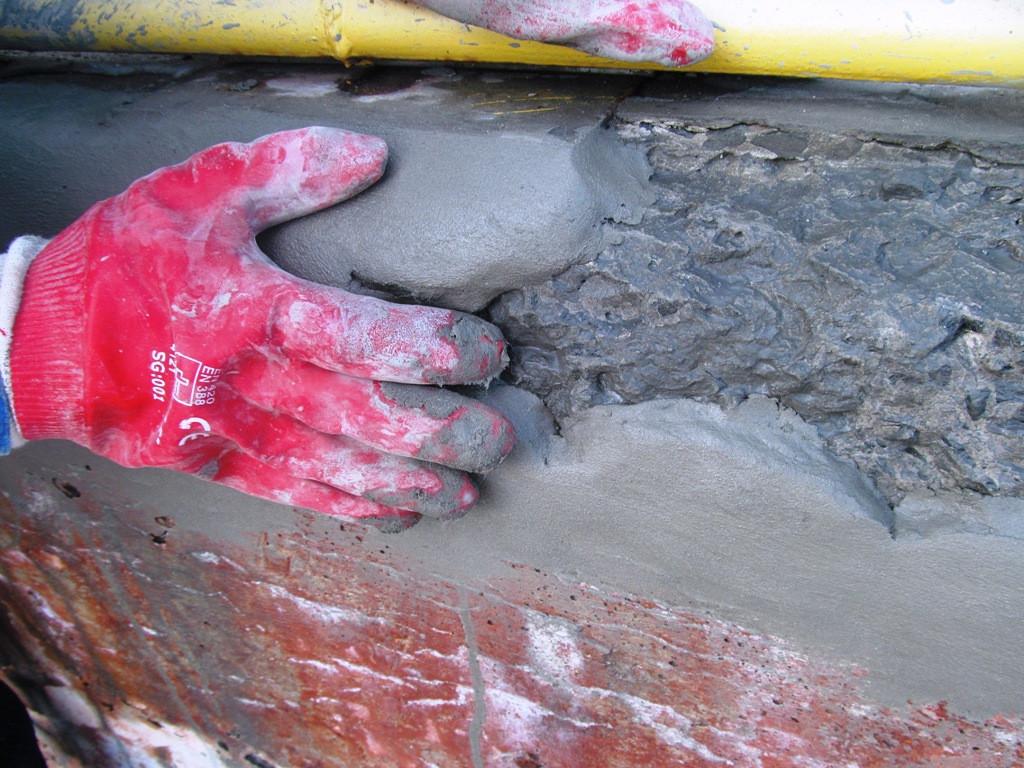 Скрепа М 500 Ремонтная наносится на поврежденные участки слоем не более 5см. Последующие слои наносятся после полного схватывания предыдущего