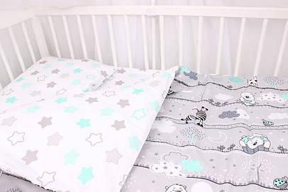 Постельное белье в детскую кроватку мишки и жирафы с мятными облаками на сером