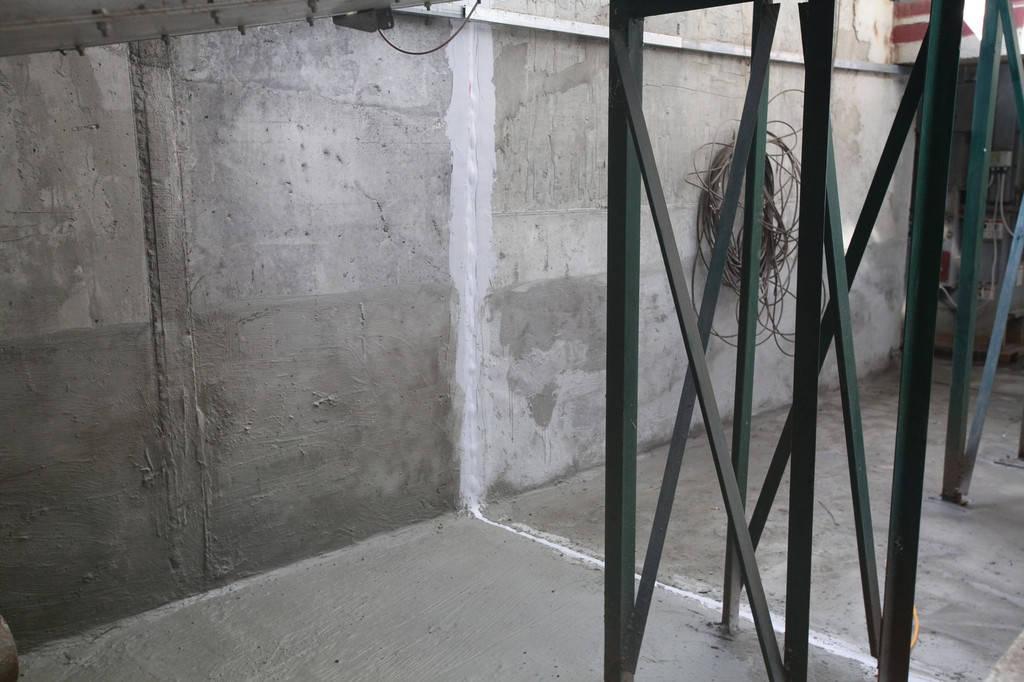Гидроизоляция холодных швов, бетонной поверхности изнутри в подземных галереях и норийных приямках.