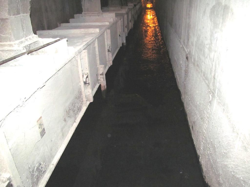 Протекания через холодные швы и сквозь тело бетона, могут привести к серьезному затоплению галереи или норийного приямка с соответсвующими негативными последствиями для предприятия.
