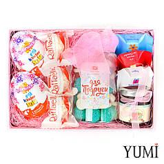 Стильный подарочный набор сладостей для подруги