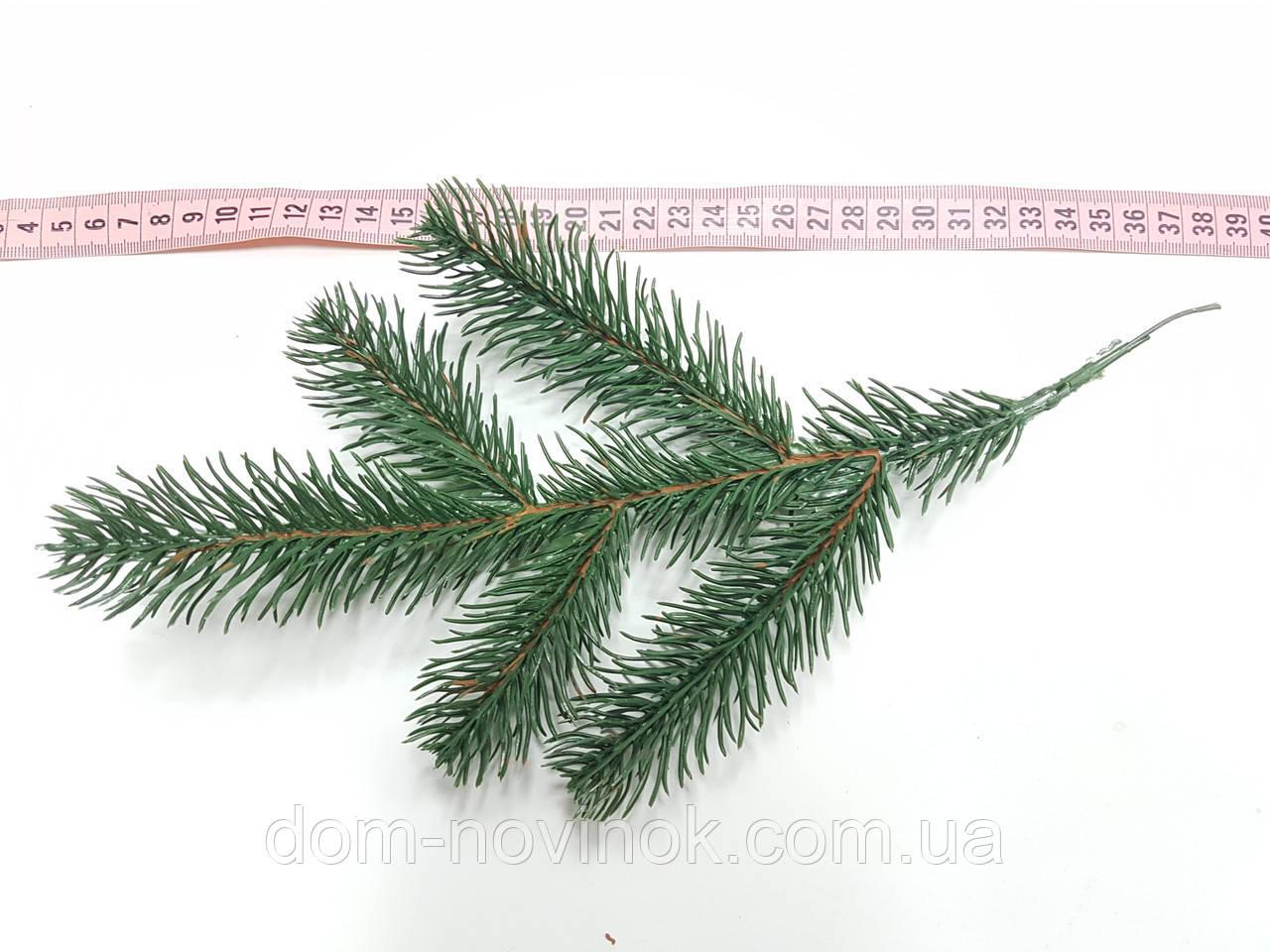 Ветка елки зеленая 31 см.
