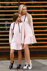 Платье в спортивном стиле с капюшоном