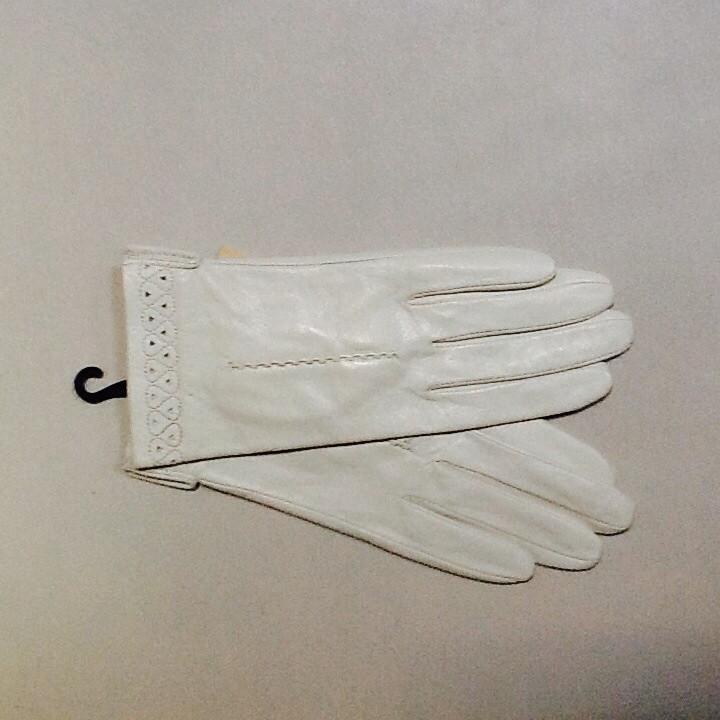 Перчатки женские кожаные  белые