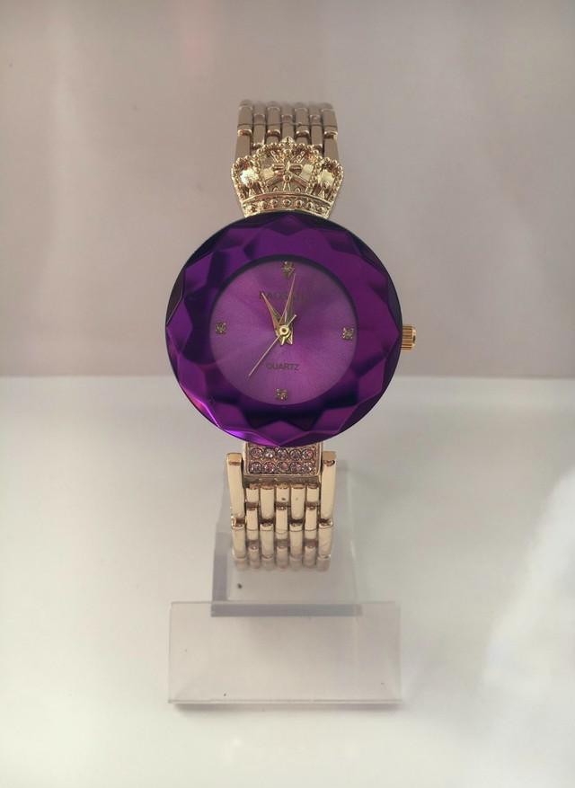 Фиолетовые наручные часы