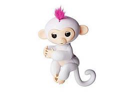 Ручная обезьянка на батарейках Happy Monkey интерактивная (белый)