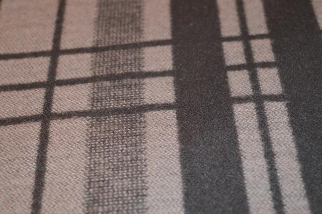 Кашемировая ткань в черно-бежевых цветах шарф ночная 4
