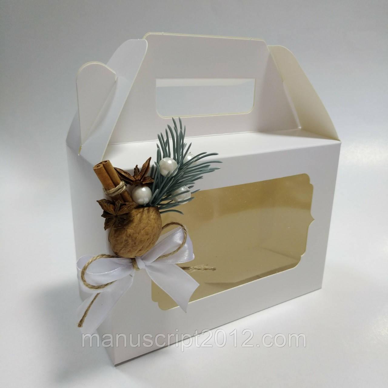 Коробка белая для подарков 190х130х90 мм.с новогодним декором