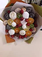 Букет с фруктами и сладостями
