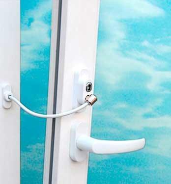 Детский замок - ограничитель окна с тросиком Cable Lock