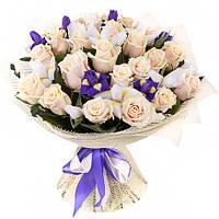 Изысканный букет из роз и ирисов «Ванильное небо» , фото 1