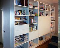 Стенка-библиотека с открытыми полками и ящиками на заказ