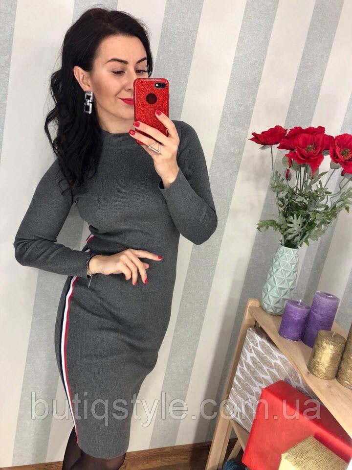 Трикотажное женское платье с лампасами серое, бордо