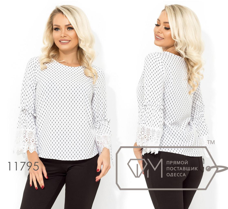 Элегантная блуза с круглым вырезом втачными рукавами-колокол