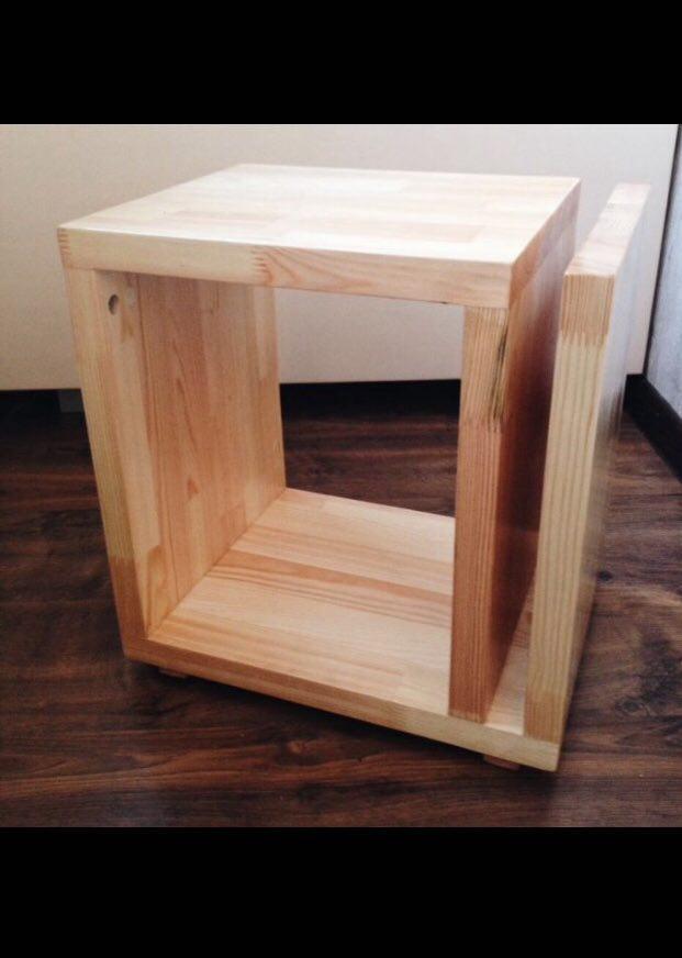 Стoл журнальный деревянный в кофейню или для дома