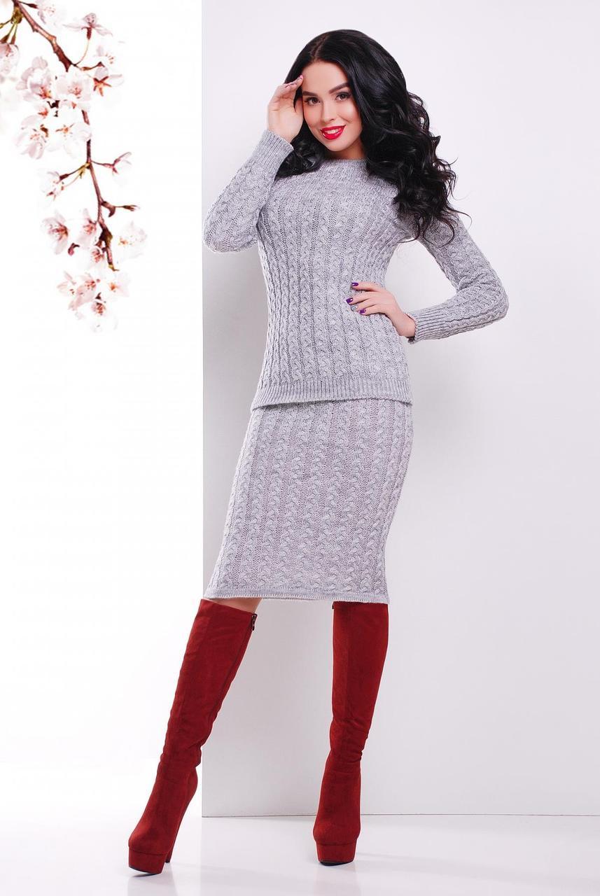 Стильный теплый вязаный женский костюм в мелкую косичку: свитер и юбка-карандаш, темно-серый