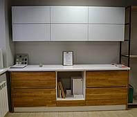 Кухня с деревянными фасадами.Кухня лофт.