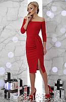 Нарядное платье по фигуре миди длины с открытыми плечами и драпировкой Амелия д/р красное