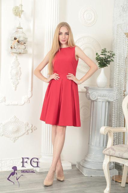 63213fbdebe Летнее платье приталенное с пышной юбкой до колен без рукавов