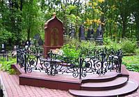Кованные оградки на кладбище