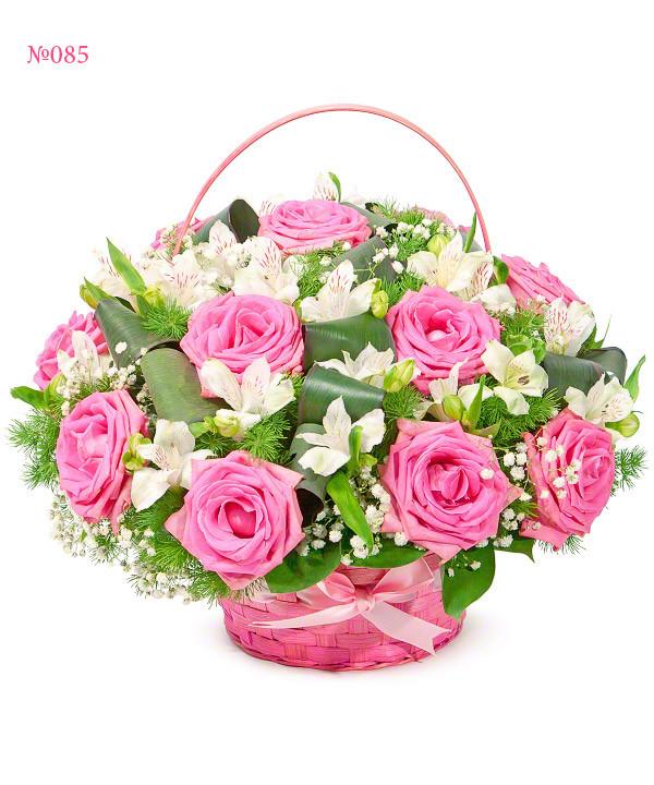 """Красива кошик з рожевих троянд """"Весняний мотив"""""""