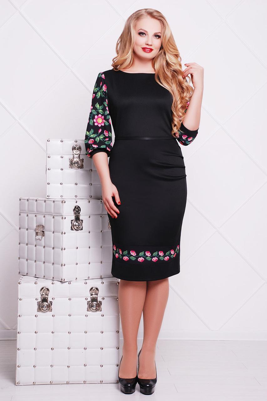 63167dc8e8c Нарядное черное платье-футляр больших размеров с орнаментом на рукавах и  подоле Цветы-орнамент