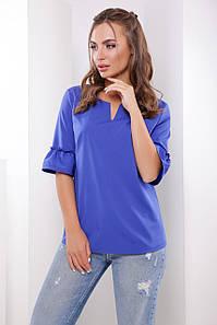 Свободная блузка с оригинальной горловиной и воланами на рукавах цвет электрик