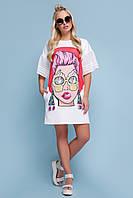 Модное легкое платье-футболка выше колен с ярким принтом Лицо Свит к/р белое