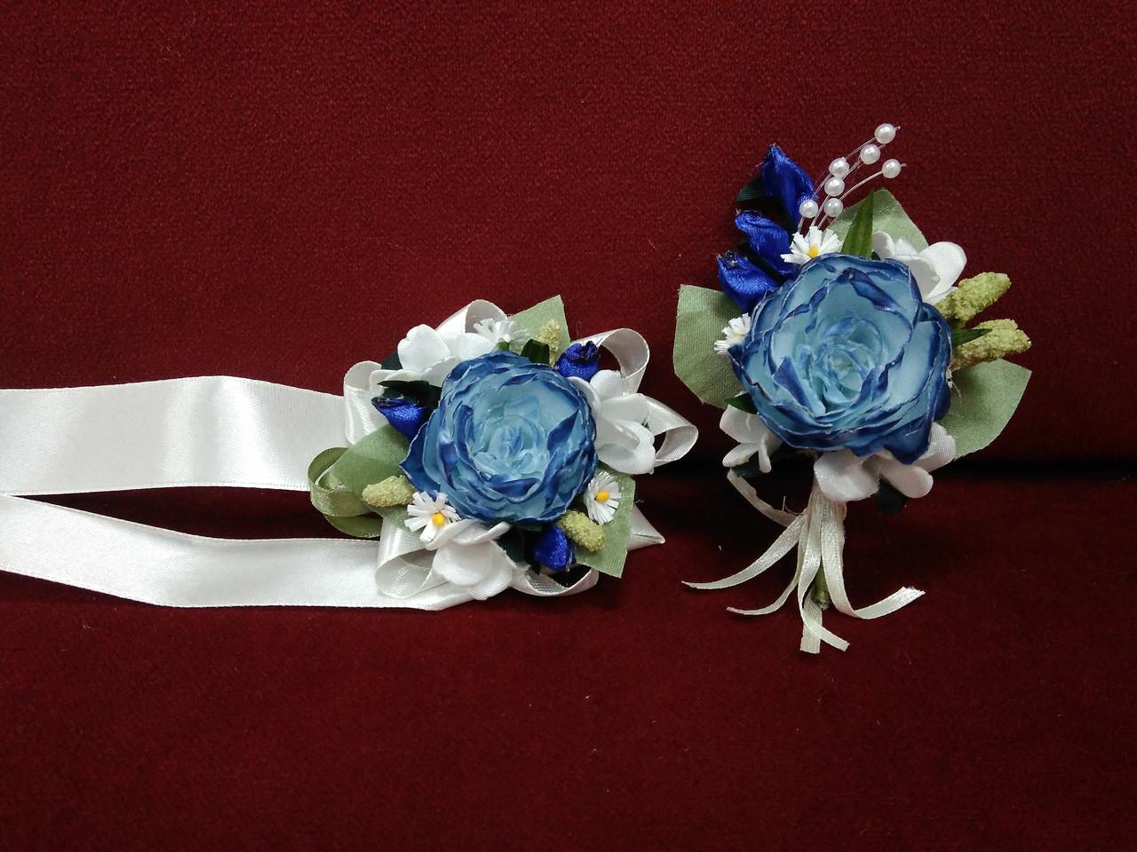 Весільні бутоньєрки (бутоньєрка+квітковий браслет) з півоній c ефектом омбре сині