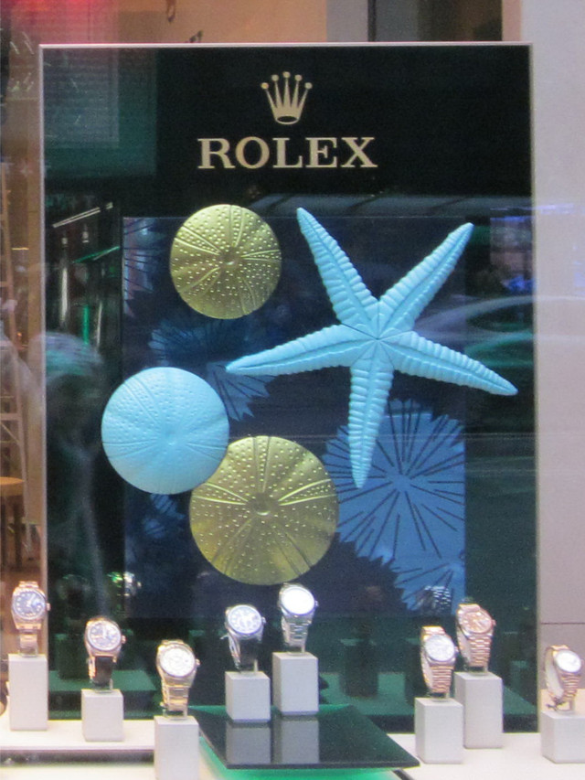 Раздел Летние костюмы - фото teens.ua - Нью-Йорк,витрина магазина Rolex